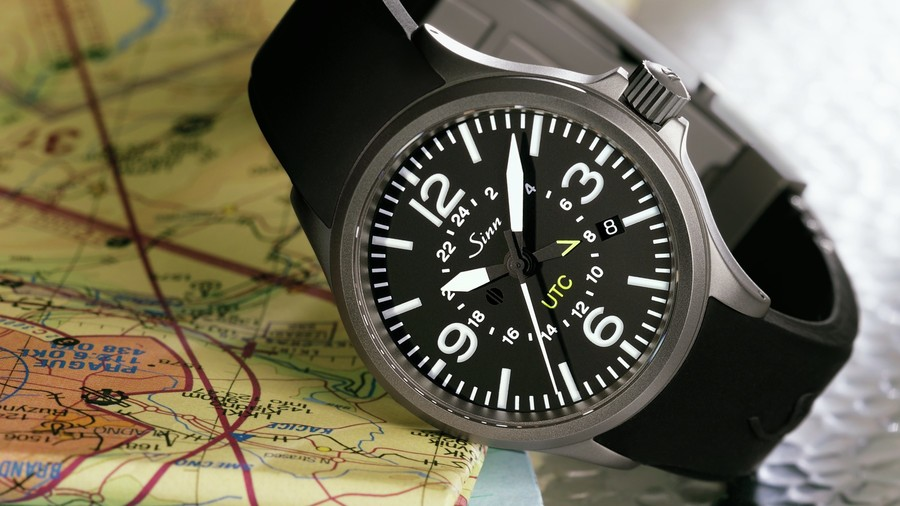 ddb67d40e06 The pilot watch with magnetic field protection and a second time zone.